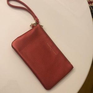 Chargeable wristlet